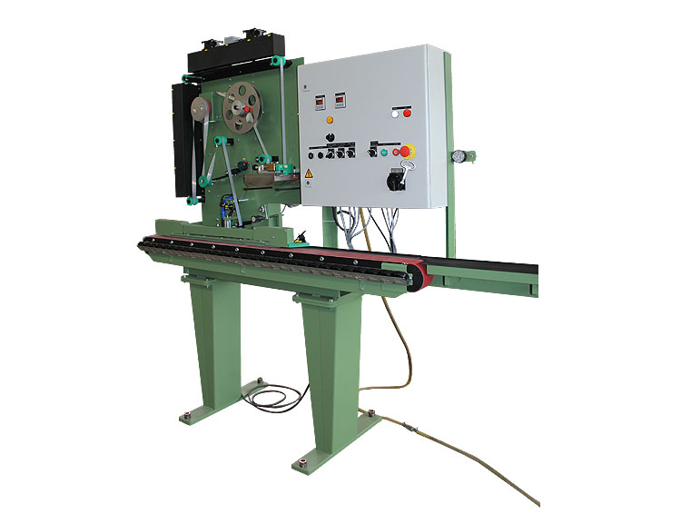 Continuously working tape applicator type 494-FAS