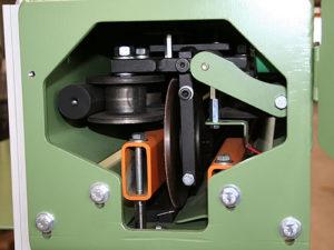 Einblick in die Scherschnitt Schneidmaschine Typ STB