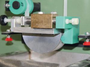 Folienbeleimvorrichtung mit Leimbehälter